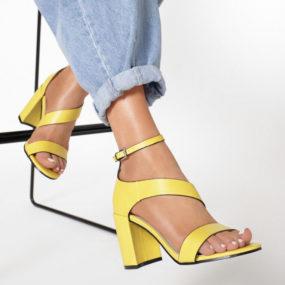 Sandales jaunes à talon et bride épaisse Diane