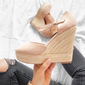 Sandales compensées en suedine nude Delilah