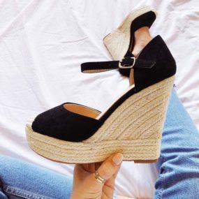 Sandales compensées en suedine noire Delilah