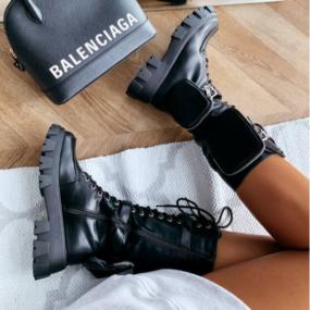 Bottes-noires-à-lacets-détails-poches-Kimmy