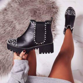 Boots-noires-détails-clous-Brittany