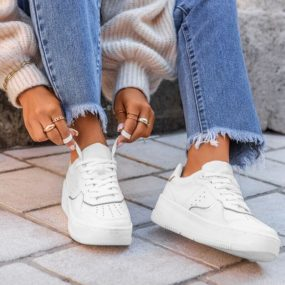 Baskets-blanches-détail-argenté-Irene