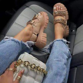 Sandales-beige-à-plateforme-détail-chaine-Chany_1