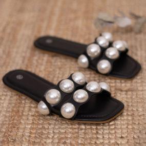 Sandales-noires-plates-détail-perles-Laora_2